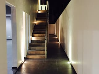 Pasillos, vestíbulos y escaleras de estilo moderno de hausing arquitectura Moderno