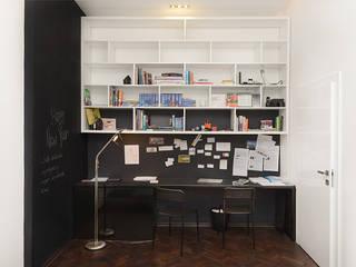 Minimalistyczne domowe biuro i gabinet od homify Minimalistyczny
