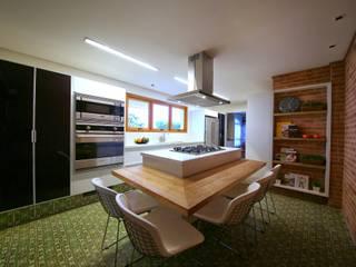 Residência Jardim Marajoara: Cozinhas  por MeyerCortez arquitetura & design