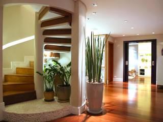 MeyerCortez arquitetura & design Pasillos, vestíbulos y escaleras de estilo moderno