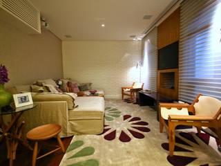 Residência Jardim Marajoara: Salas multimídia  por MeyerCortez arquitetura & design