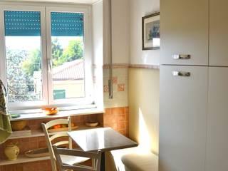 Cocinas modernas: Ideas, imágenes y decoración de Restyling Mobili di Raddi Federica Moderno