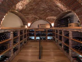 Classic style wine cellar by Jahn Gewölbebau GmbH Classic