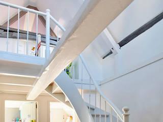 Moderne gangen, hallen & trappenhuizen van Architekturbüro Hans-Jürgen Lison Modern