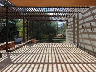 Casas de estilo  por COSTAVERAS ARQUITETOS, Moderno