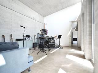 Haus KD: Wohnhauserweiterung mit Wellnessbereich  : moderner Multimedia-Raum von KERSCH + HANSEN ARCHITEKTEN