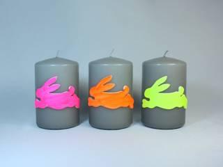 Osterkerzen Set-Nr.302 - Hüpfende Hasen auf grauer Kerze in Neonfarben:   von Bastelsepp