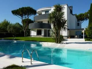 Casas de estilo moderno de C.A.T di Bertozzi & C s.n.c Moderno