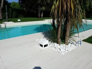 Piscinas de estilo moderno de C.A.T di Bertozzi & C s.n.c Moderno