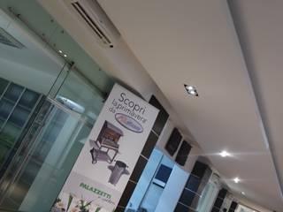 Illuminazione LED Show-room Spazi commerciali moderni di ECOLEDSOLUTION Moderno