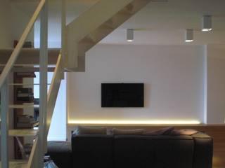 Appartamento L.R. - Castelfidardo AN Soggiorno moderno di Studio di architettura arch. Alberto Catraro Moderno