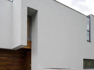 Dom B w Warszawie: styl nowoczesne, w kategorii Domy zaprojektowany przez Ingarden & Ewý Architekci