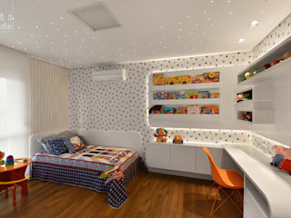 Modern nursery/kids room by Carolina Burin Arquitetura Ltda Modern