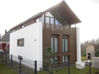Nordostansicht: moderne Häuser von ETB BAUPROJEKT Jena GmbH