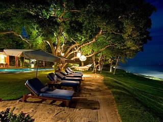 Jardins tropicais por BR ARQUITECTOS Tropical