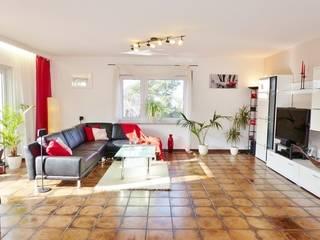 Wohnzimmer nachher:   von Immobilien Podium