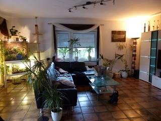 Wohnzimmer vorher:   von Immobilien Podium