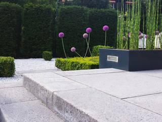 Nowoczesny ogród od SUD[D]EN Gärten und Landschaften Nowoczesny