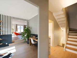 Modern corridor, hallway & stairs by Hélène de Tassigny Modern
