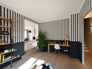 Eclectic style study/office by Hélène de Tassigny Eclectic