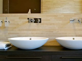 Bathroom Bagno moderno di Lorenzo De Grada Moderno