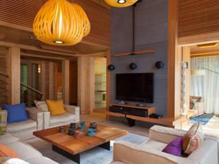 Интерьер частного дома в Подмосковье Гостиные в эклектичном стиле от Студия экспериментального проектирования 'Rakurs' Эклектичный
