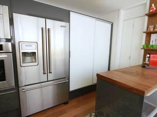 Modern kitchen by MeyerCortez arquitetura & design Modern