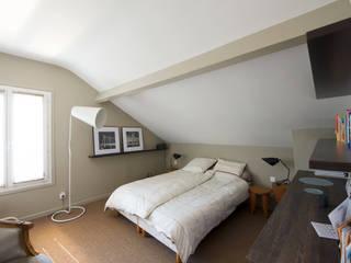 Dormitorios modernos: Ideas, imágenes y decoración de Hélène de Tassigny Moderno