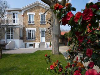 Classic style garden by Hélène de Tassigny Classic