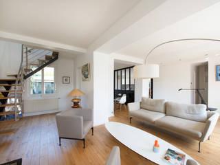 Modern living room by Hélène de Tassigny Modern
