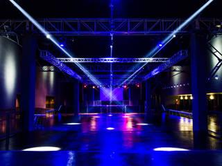 """""""FABRIQUE"""": Bar & Club in stile  di Studio Architetti  Beretta"""