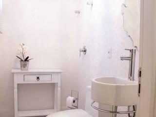 Baños de estilo minimalista de Sarah & Dalira Minimalista