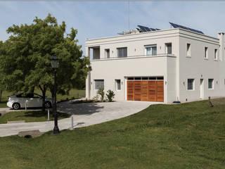 La Casa G: The Sustainable House in Argentina. Modern houses by La Casa G: La Casa Sustentable en Argentina Modern