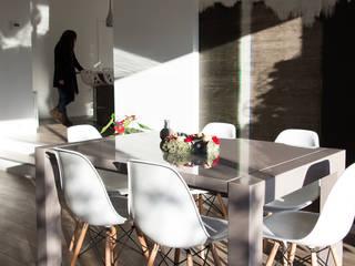 Maison M #137: Salle à manger de style de style Classique par ATELIER R ARCHITECTES