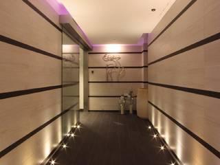 accesso alla zona SPA: Hotel in stile  di Luigi Gentili e Valeria Pierpaoli