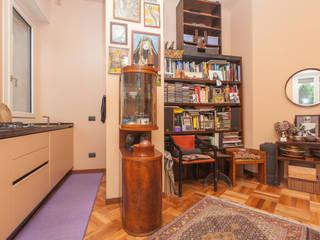 """little APARTMENT WITH A """"NEW DECO'"""" SOUL Matteo Fieni Architetto Soggiorno eclettico"""