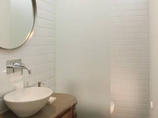 Apartamento Saldanha_Reabilitação Arquitectura + Design Interiores Casas de banho modernas por Tiago Patricio Rodrigues, Arquitectura e Interiores Moderno
