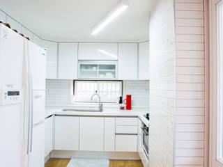 Modern kitchen by 지오아키텍처 Modern