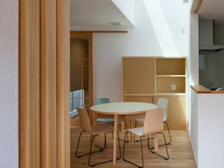 Modern dining room by 株式会社山岡建築研究所 Modern