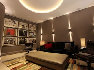 U2 Can Have a Home Cinema Like This モダンデザインの 多目的室 の Finite Solutions モダン