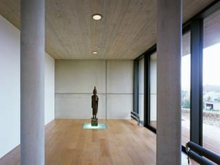 Eingangsbereich:  Flur & Diele von PaulBretz Architectes