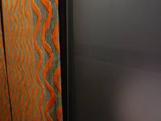 Rénovation d'un petit appartement Parisien Dressing moderne par CRISS CROSSING Moderne