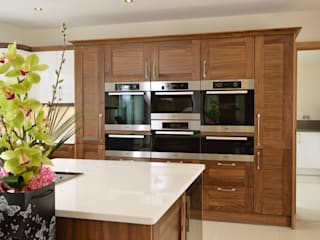 Mr & Mrs Broomhead Walnut & White Gloss Kitchen Room Moderne Küchen