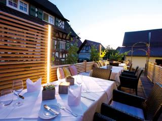 Dinner mit RomanticLite:  Terrasse von Braun & Würfele - Holz im Garten