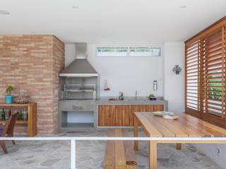 Balcones y terrazas modernos de Nautilo Arquitetura & Gerenciamento Moderno