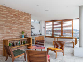 Modern balcony, veranda & terrace by Nautilo Arquitetura & Gerenciamento Modern