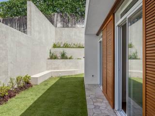 Puertas y ventanas de estilo moderno de Nautilo Arquitetura & Gerenciamento Moderno