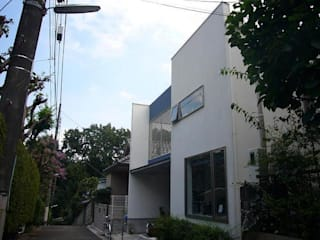 借景を取り込んだ家: 三浦尚人建築設計工房が手掛けた家です。,モダン