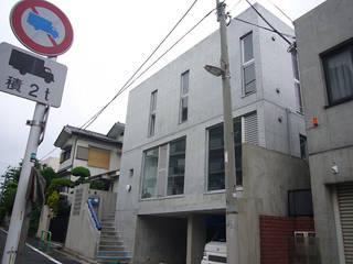 ギャラリーのある二世帯住宅: 三浦尚人建築設計工房が手掛けた家です。,モダン