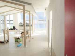 House in House _필라테스 스튜디오: 지오아키텍처의  피트니스